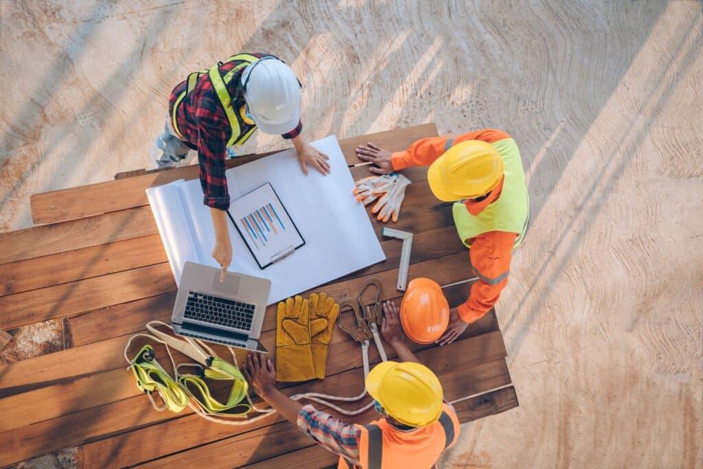contractors working together